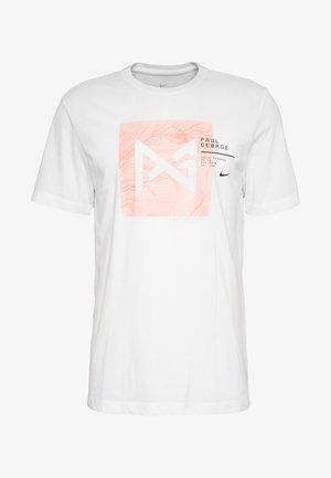 PAUL GEORGE DRY TEE - T-shirt med print - white