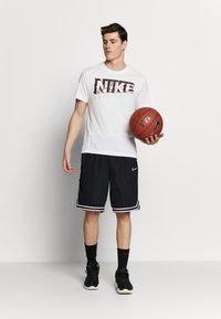 Nike Performance - DRY MARBLE TEE - Triko spotiskem - white - 1