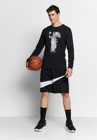 Nike Performance - DRY BASKETBALL MARBLE LONG SLEEVE  - Camiseta de deporte - black - 1