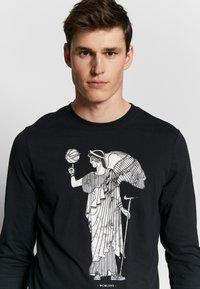 Nike Performance - DRY BASKETBALL MARBLE LONG SLEEVE  - Camiseta de deporte - black - 3