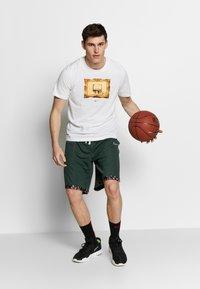 Nike Performance - DRY TEE CORE BBALL - Camiseta estampada - white - 1