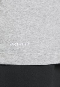 Nike Performance - DRY TANK SOLID - Funktionströja - grey heather - 5