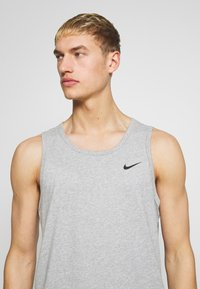 Nike Performance - DRY TANK SOLID - Funktionströja - grey heather - 3