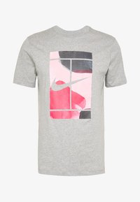 Nike Performance - TEE COURT  - T-shirts med print - dark grey heather - 3