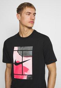 Nike Performance - TEE COURT  - Camiseta estampada - black - 4