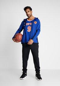 Nike Performance - NBA RJ BARRETT NEW YORK KNICKS SWINGMAN - Fanartikel - rush blue - 1