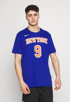 NBA RJ BARRETT NEW YORK KNICKS NAME NUMBER TEE - Fanartikel - rush blue