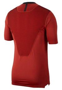 Nike Performance - NIKE PRO AEROADAPT - T-shirt med print - red - 1