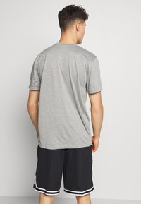 Nike Performance - NBA MILWAUKEE BUCKS DRY - Fanartikel - dark grey heather - 2