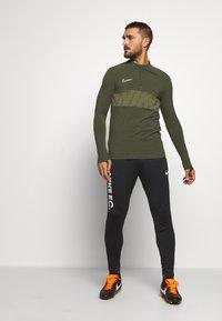 Nike Performance - DRY ACADEMY - Sports shirt - cargo khaki/white - 1