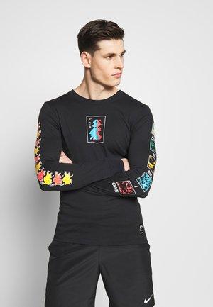 M NK DRY TEE LS A.I.R. A SAVAG - Sports shirt - black