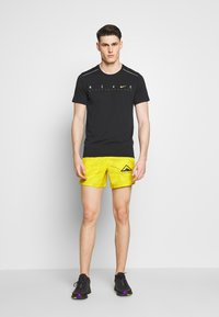 Nike Performance - DRY MILER - Print T-shirt - black/reflective silver - 1