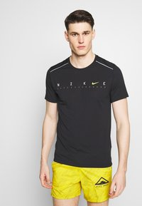 Nike Performance - DRY MILER - Print T-shirt - black/reflective silver - 0