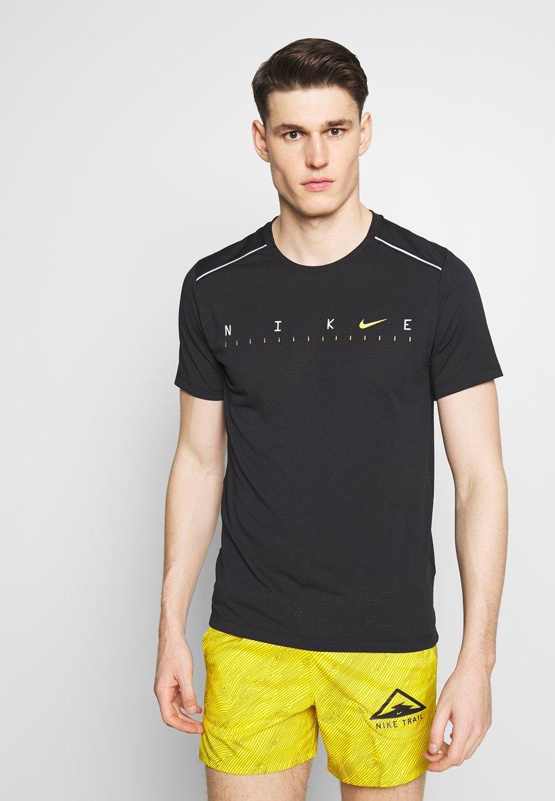 Nike Performance - DRY MILER - Print T-shirt - black/reflective silver