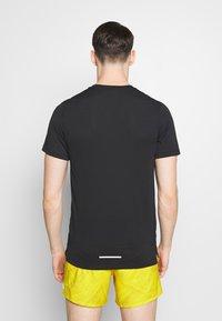 Nike Performance - DRY MILER - Print T-shirt - black/reflective silver - 2