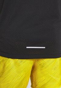 Nike Performance - DRY MILER - Print T-shirt - black/reflective silver - 5