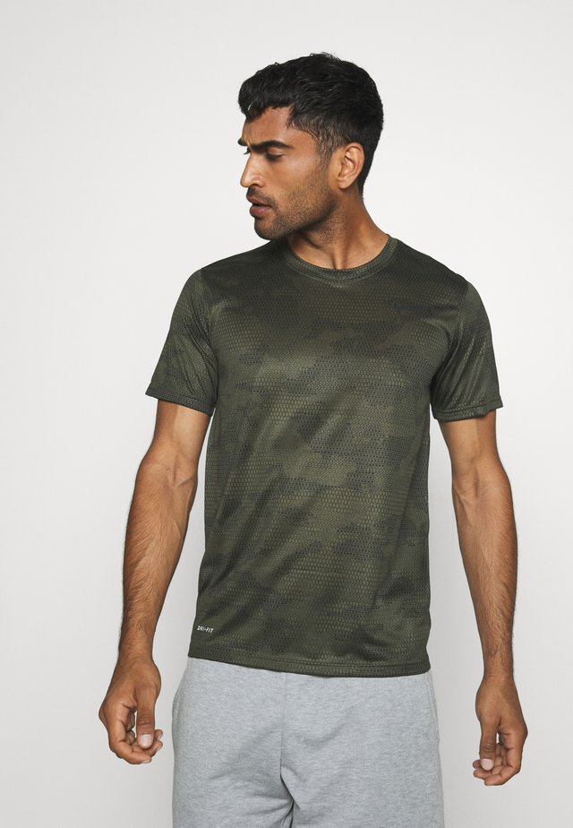 DRY TEE CAMO - T-shirt med print - cargo khaki/black
