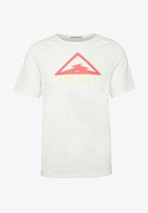 RISE TRAIL - T-shirt z nadrukiem - sail/laser crimson