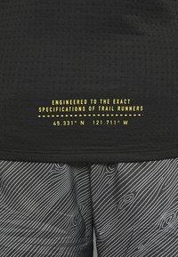 Nike Performance - RISE TRAIL - Camiseta estampada - black/laser crimson - 5