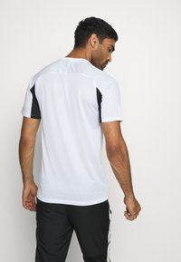 Nike Performance - DRY ACADEMY  - T-shirt z nadrukiem - white/black - 2