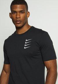 Nike Performance - TEE PROJECT  - Print T-shirt - black - 5