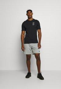 Nike Performance - TEE PROJECT  - Print T-shirt - black - 1
