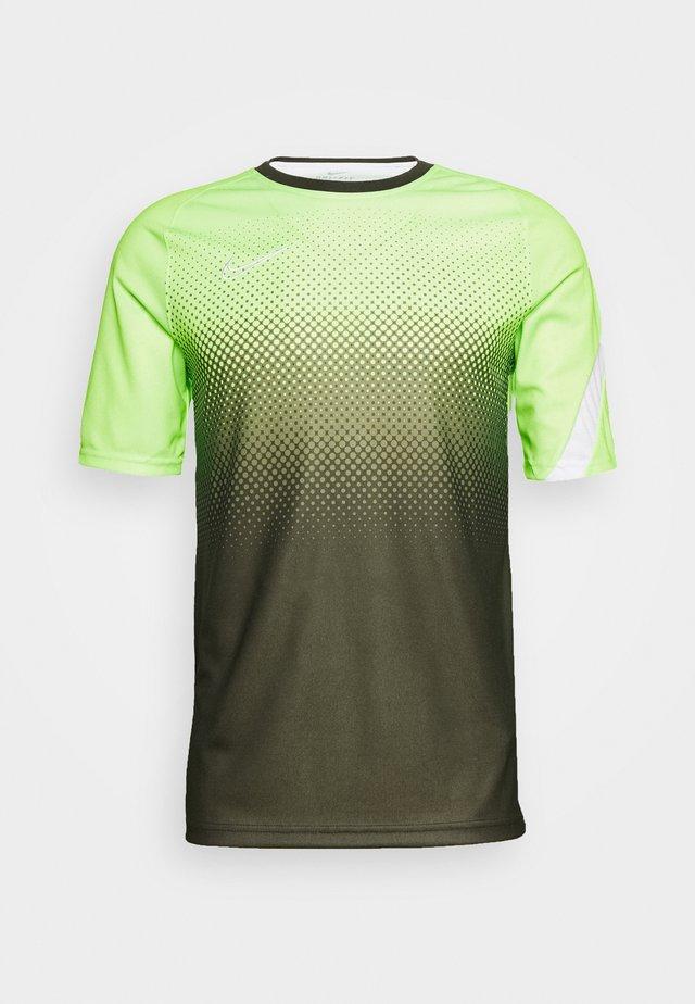 DRY ACADEMY - Camiseta estampada - ghost green/white