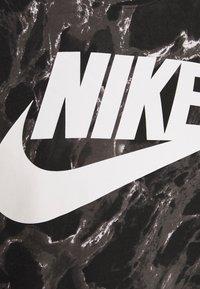 Nike Performance - TEE - Print T-shirt - black - 2
