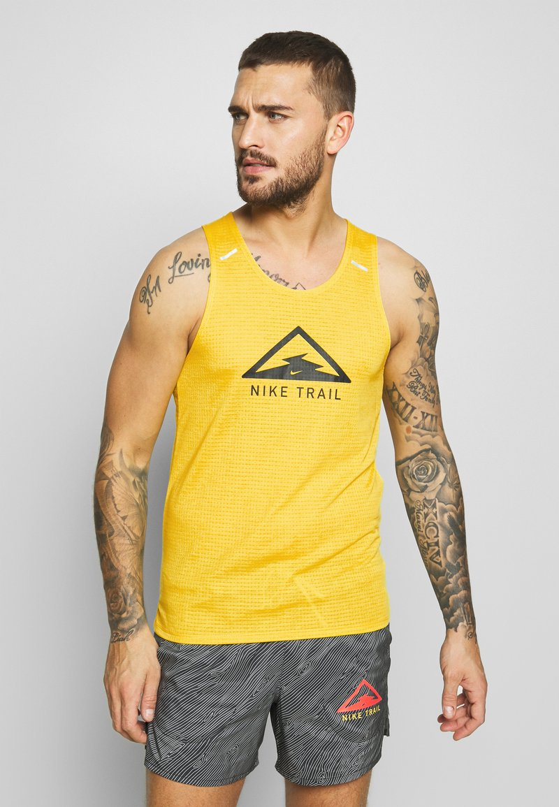 Nike Performance - RISE 365 TANK TRAIL - Camiseta de deporte - speed yellow/black