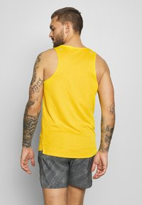 Nike Performance - RISE 365 TANK TRAIL - Camiseta de deporte - speed yellow/black - 2