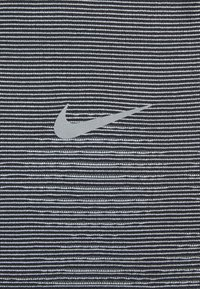 Nike Performance - RISE HYBRID  - Print T-shirt - black/grey fog/silver - 5
