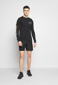 Nike Performance - WILD RUN GLOBEY - Camiseta estampada - black - 1