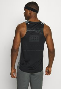 Nike Performance - RISE 365 TANK HYBRID - Sports shirt - black/grey fog/silver - 2