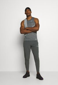 Nike Performance - RISE 365 TANK HYBRID - Sports shirt - black/grey fog/silver - 1