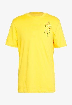 DRY TEE SAVAGE - T-shirts print - university gold