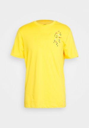 DRY TEE SAVAGE - T-shirt imprimé - university gold
