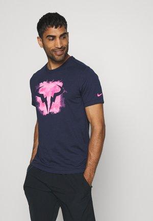 RAFAEL NADAL TEE - Print T-shirt - obsidian