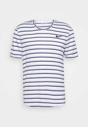 DRY TEAM - T-shirt med print - white/obsidian