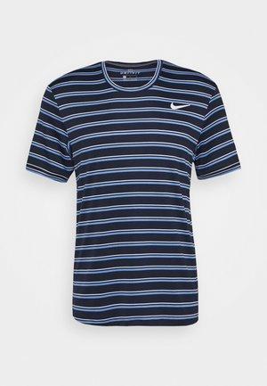 DRY TEAM - Camiseta estampada - obsidian/white