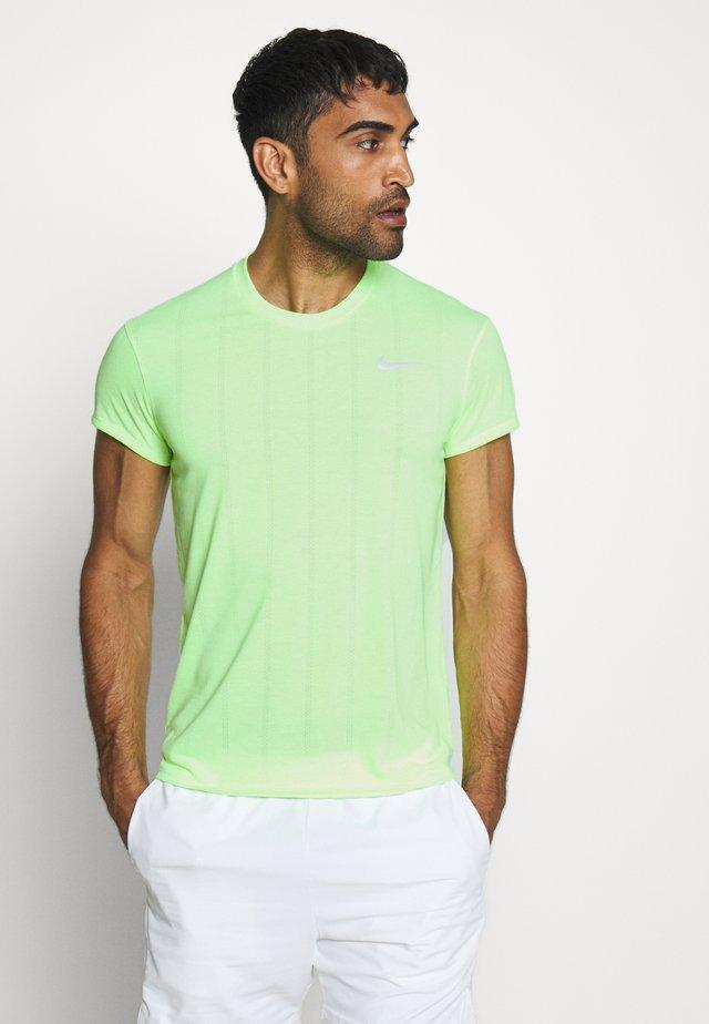 Basic T-shirt - ghost green/white