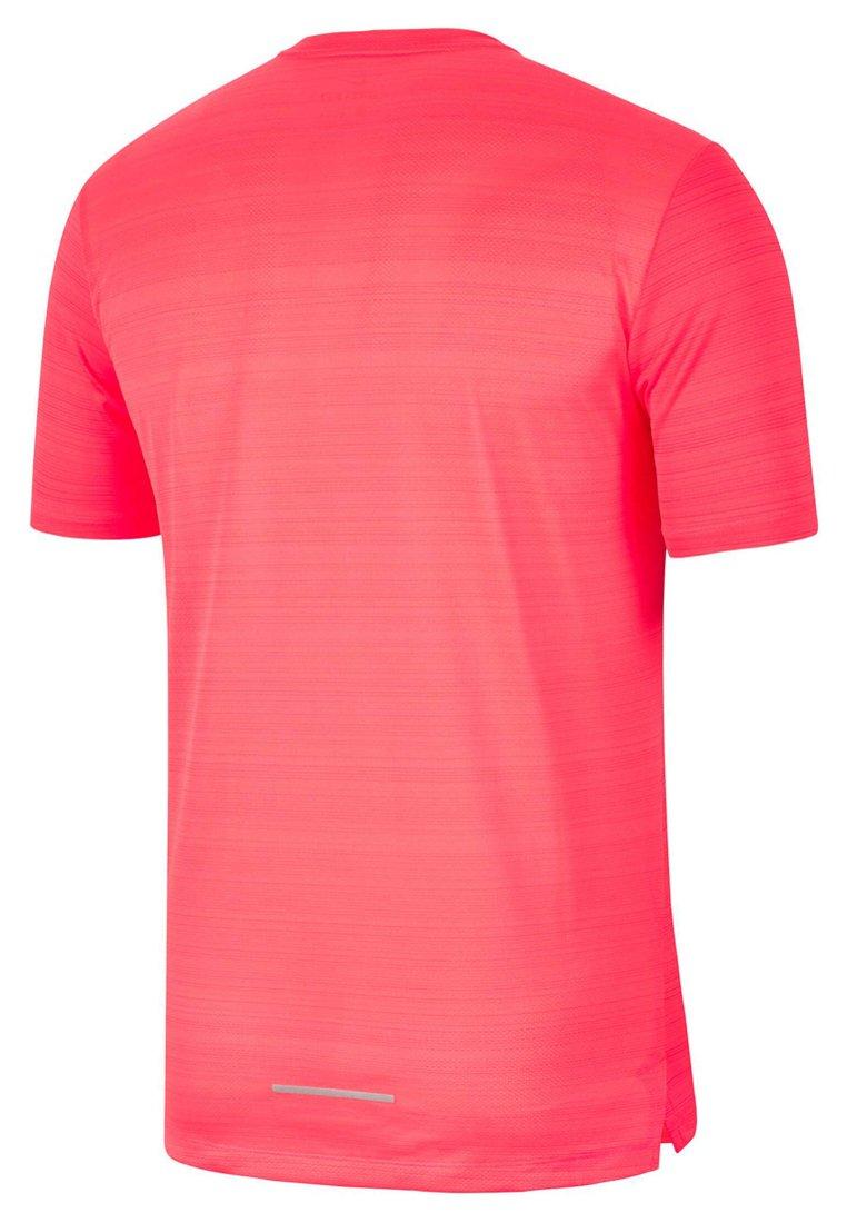 Nike Performance MILER - T-shirt z nadrukiem - coral