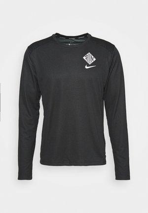 PACER CREW  - Camiseta de deporte - black/particle grey/silver