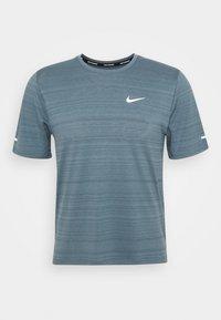 Nike Performance - MILER  - Camiseta estampada - ozone blue/silver - 3