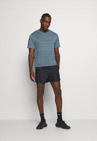 Nike Performance - MILER  - Camiseta estampada - ozone blue/silver - 1