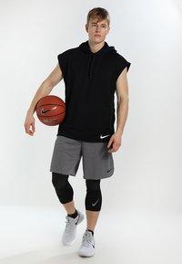 Nike Performance - DRY SHORT - Pantalón corto de deporte - grey - 1