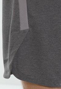 Nike Performance - DRY SHORT - Pantalón corto de deporte - grey - 5