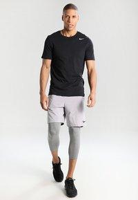 Nike Performance - VENT MAX - Sports shorts - atmosphere grey/black - 1