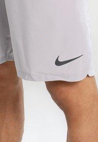 Nike Performance - VENT MAX - Sports shorts - atmosphere grey/black - 4