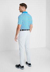 Nike Golf - FLEX PANT SLIM - Pantalon classique - pure platinum - 2