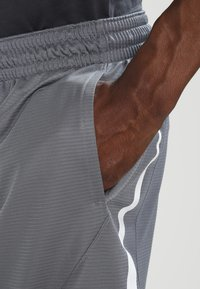 Nike Performance - SHORT - Pantalón corto de deporte - cool grey/cool grey/white - 3